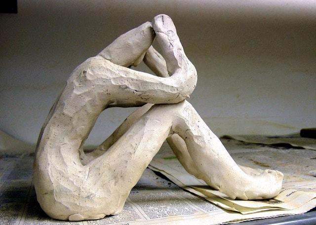Фигурка человека из глины