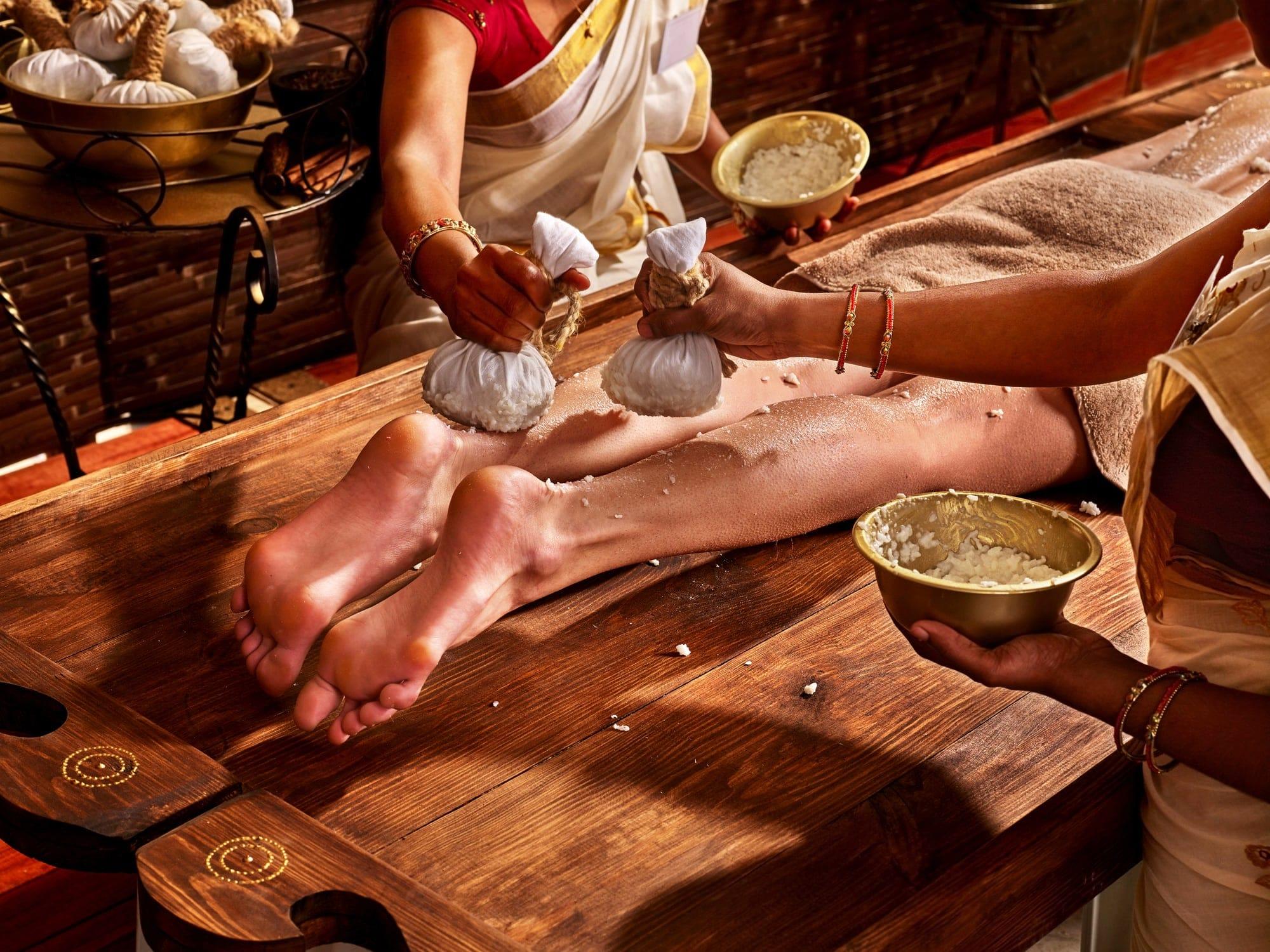 Сеанс аюрведического массажа в салоне красоты