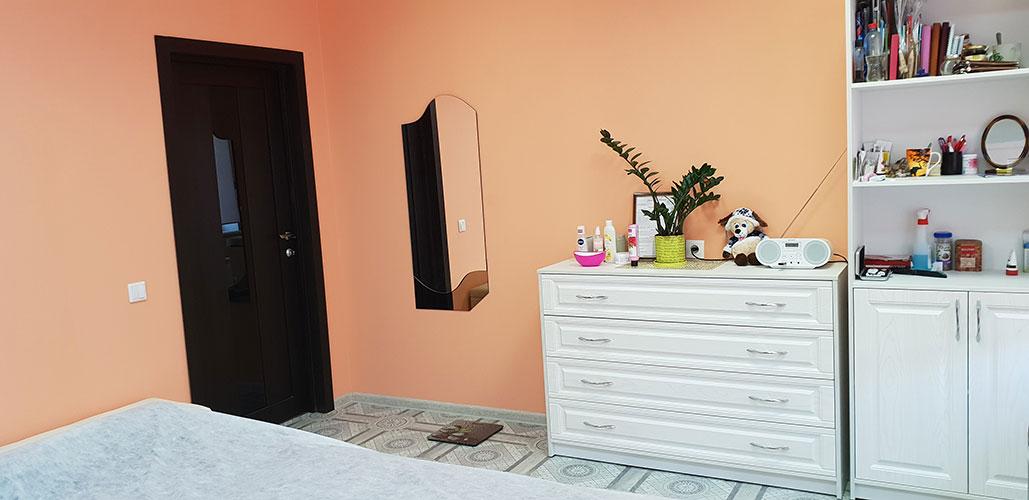 """""""Массаж в Ярославле"""" - интерьер кабинета с мебелью в классическом стиле, большое зеркало"""